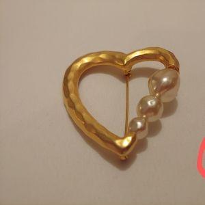 Heart shaped pearl brooch